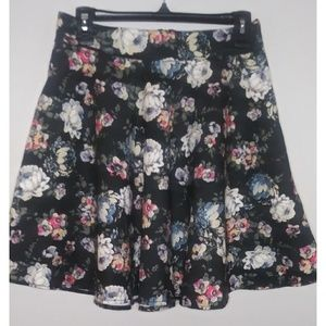 😍3/$20 Amisu Black Floral Print Mini flare Skirt